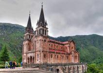 Visita a los Lagos de Covadonga y a la Basílica