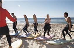 Chicos disfrutando viaje Fin de Curso en Tarifa (Cádiz