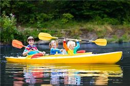 Niños en Piragua en Salou de Viaje