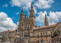 P4-Día 4 (ASC): Visita a Coruña o Santiago y regreso a origen