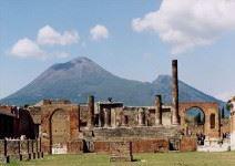 Visita de Nápoles y Pompeya con almuerzo (sin bebidas) y entradas (1 jornada)