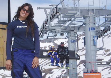 Chica con traje de esqui en Astún