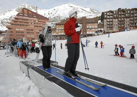 cinta en la estación de esqui de astún