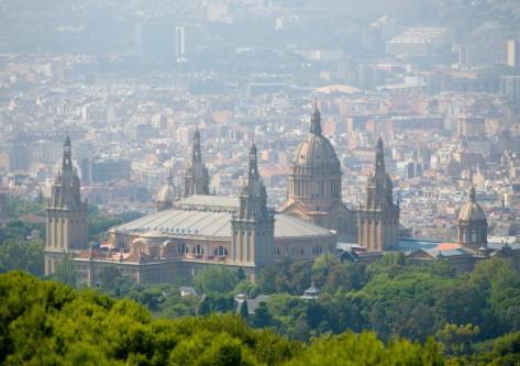 edificio en montañas Barcelona
