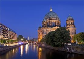 Berlín iluminada por la noche