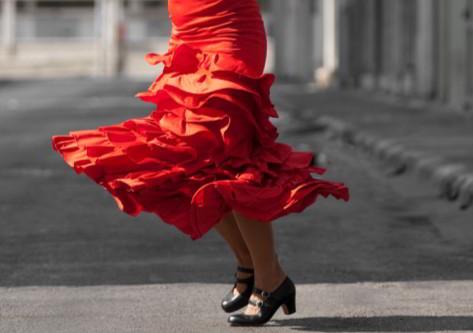 Chica bailando en huelva