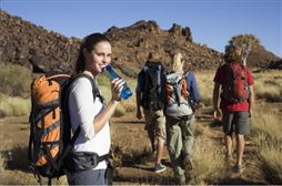 Alumnos haciendo senderismo por Sierra de Cazorla
