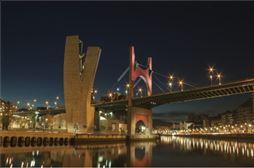 bilbao de noche en el viaje de estudiantes en Bilbao