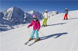 chicos  esquiando en su semana blanca en grandvalira